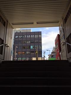 経路1-谷町六丁目駅2番出口を右折